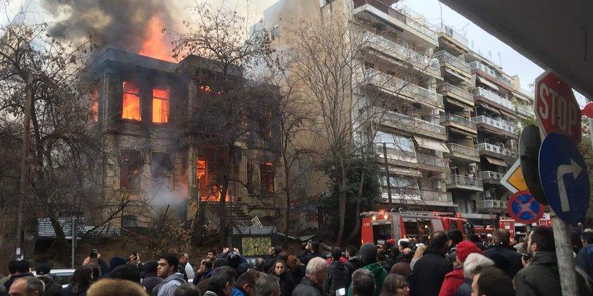 Die Libertatia in Thessaloniki ist Opfer eines faschistischen Brandanschlags.